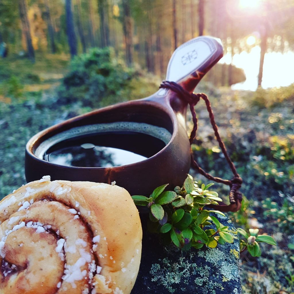 Disconnecting from your phone is giving yourself  the possiblity to reconnect. Lapland retreat proposes digital detox holidays 100% well-being and nordic.