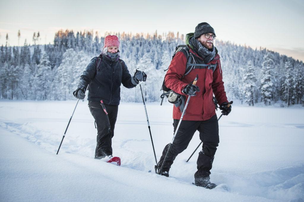 Balade en raquettes lors du séjour nouvel an en Laponie