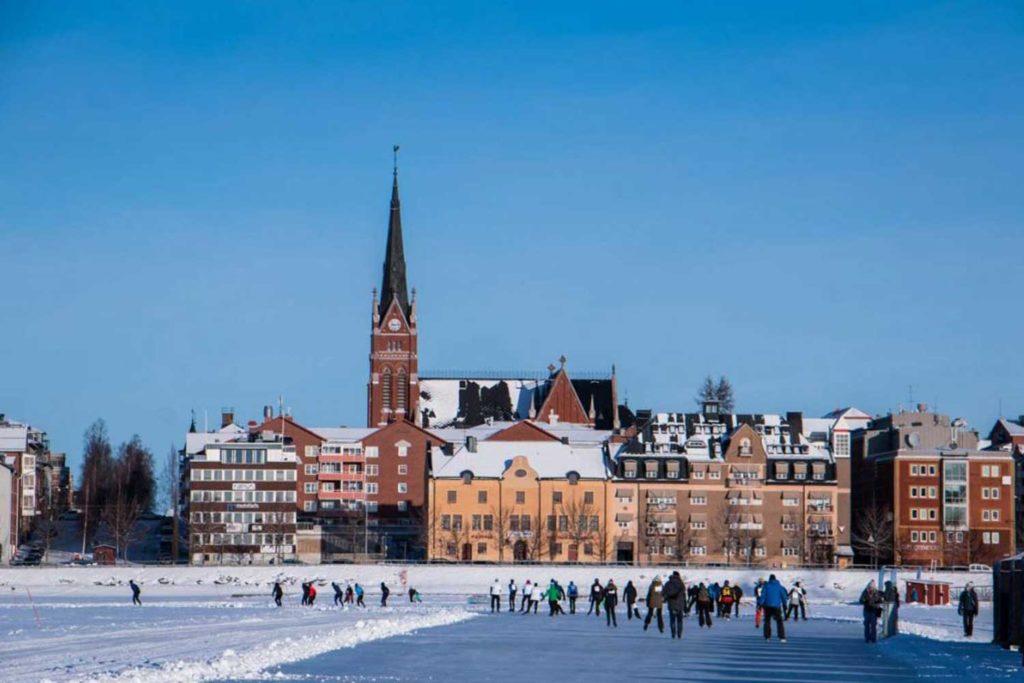 Balade sur la mer gelée à Luléa Séjour multi-activités en Laponie